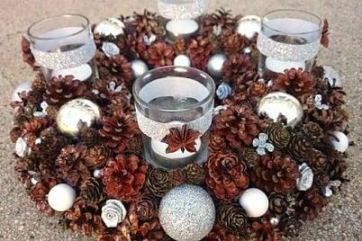 Vianočné dekorácie zo šišiek - vence, aranžmány, ozdoby na stromček