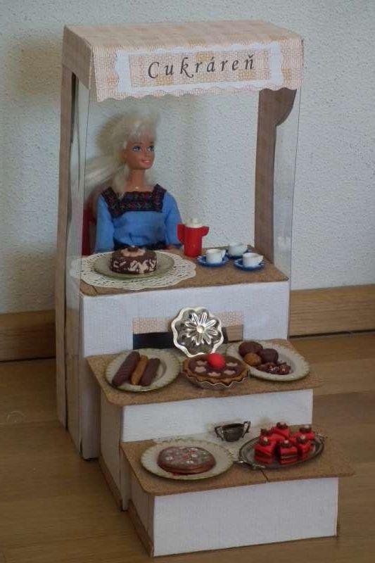 Kartónová cukráreň pre Barbie