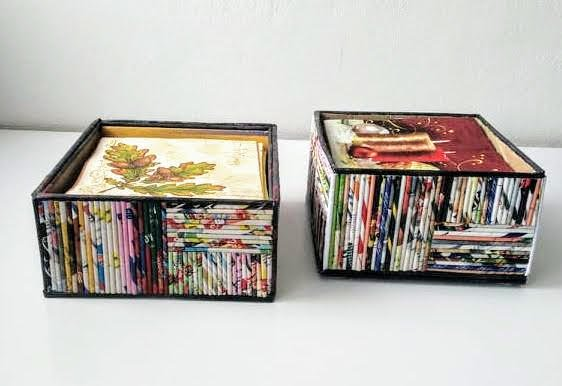 Stojan na servítky z papierových ruličiek