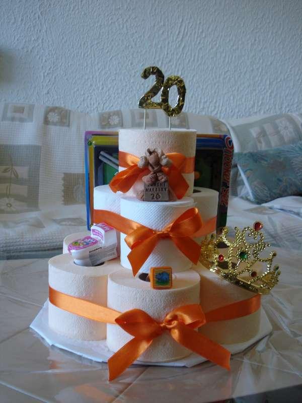 Narodeninová torta z toaletného papiera