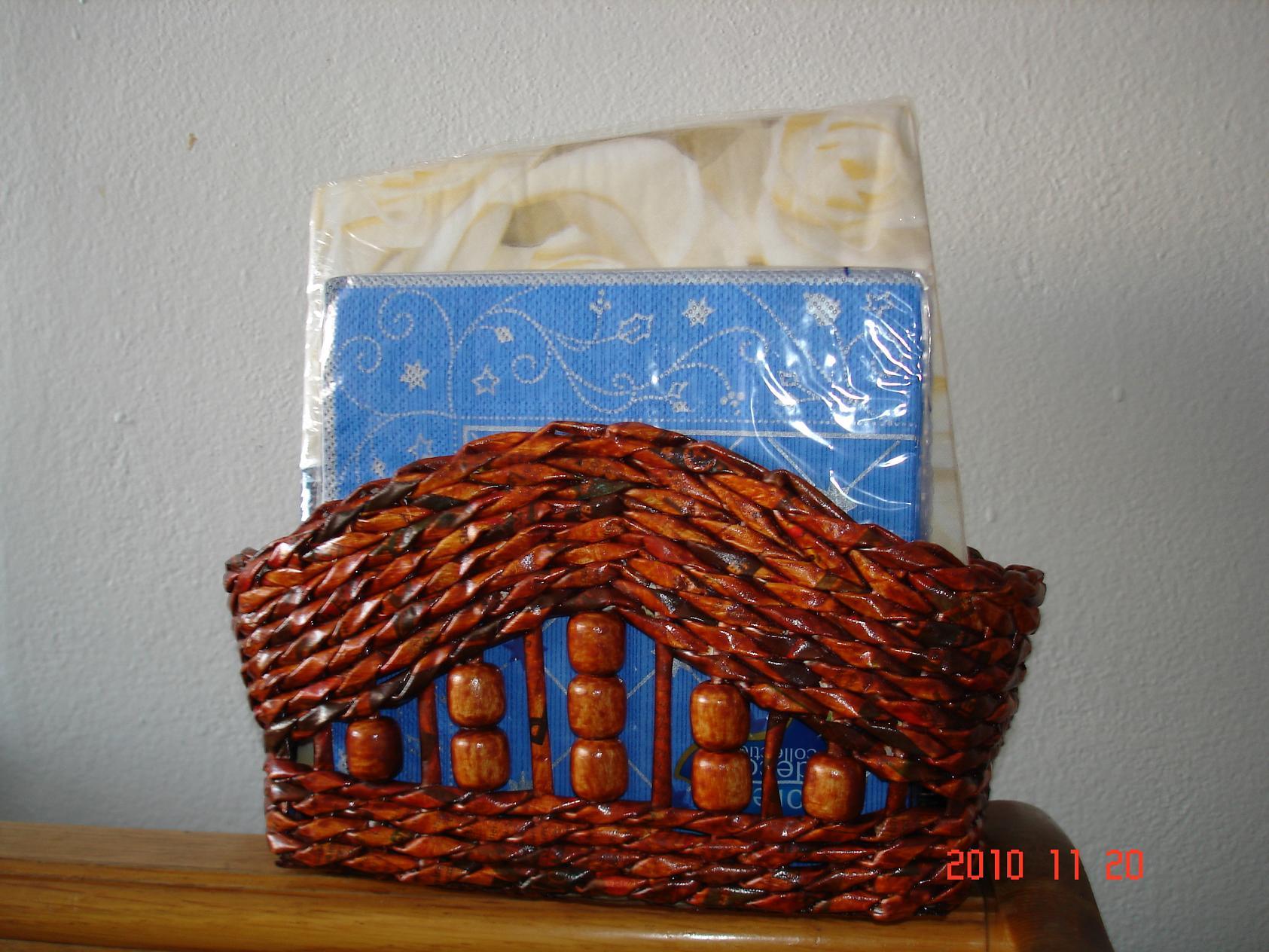 Stojan na servítky - papierové pletenie