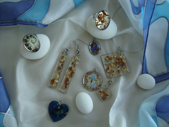 Živicové prstene a prívesky