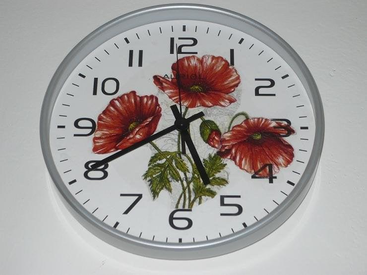 Kuchynské nástenné hodiny s makovými kvetmi