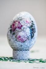 Krakelované veľkonočné vajíčko