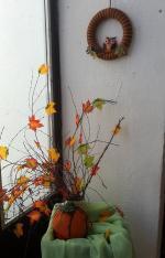 jesenná dekorácia - tekvica a sovička z flisu a veniec obmotaný vlnou
