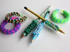 Postup na gumičkové zdobenie ceruziek a dutinkové náramky - foto postup