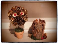 Vyrobte si svietnik a stromček z kôry a šišiek - foto postup