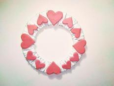 Postup na jednoduchý valentínsky veniec z papiera - foto postup