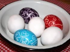 Fotopostup na maľovanie vajíčok voskovkami za studena - foto postup