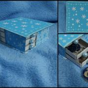 modrý šuflík zo zápalkových škatuliek