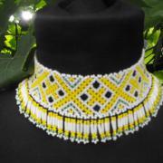 Bieložltý náhrdelník
