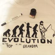 Dávidko maľoval tričko pre dedka