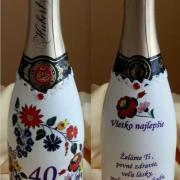 Narodeninové šampanské v šýle folk