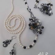 Nadčasová elegancia... riečne perly a sokolie oko