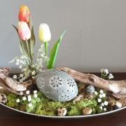 Veľkonočná dekorácia so sivou kraslicou