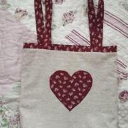 Obojstranná nákupná taška srdiečko bordové