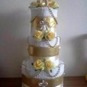 Svadobna torta z uterakov