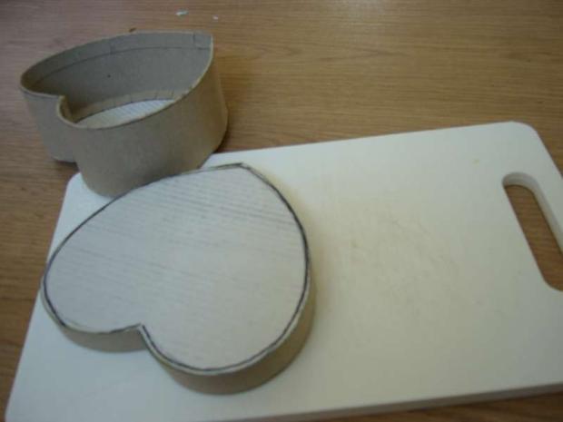 b496c77e3 krabička v tvare srdiečka, Tvorenie z papiera, fotopostup - Artmama.sk
