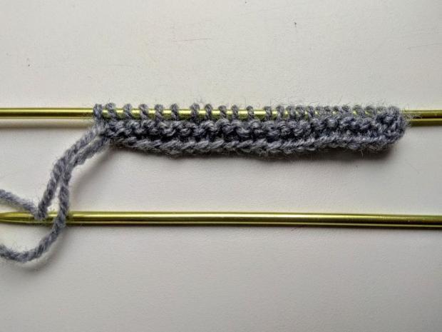 Postup na pletenú čelenku – jednoduchý plastický vzor 3