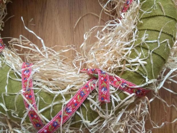 Veľkonočný veniec z drevenej slamy 4