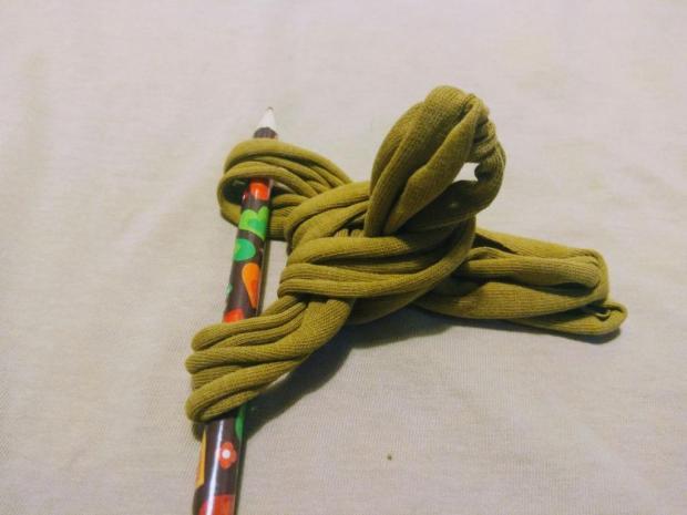 Náhrdelník alebo čelenka zo starého trička 6