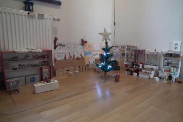 Vianočný stánok pre bábiky 7