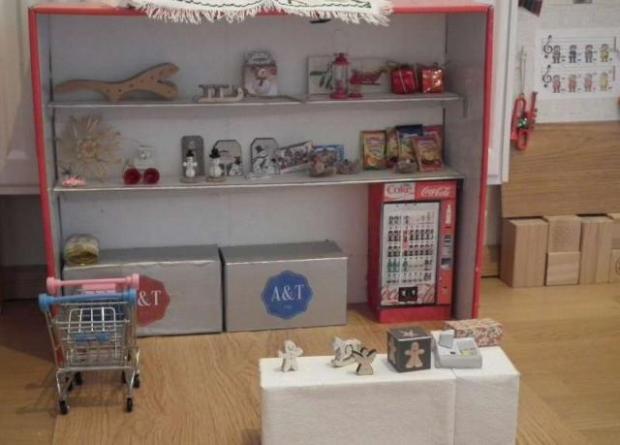 Vianočný stánok pre bábiky 8