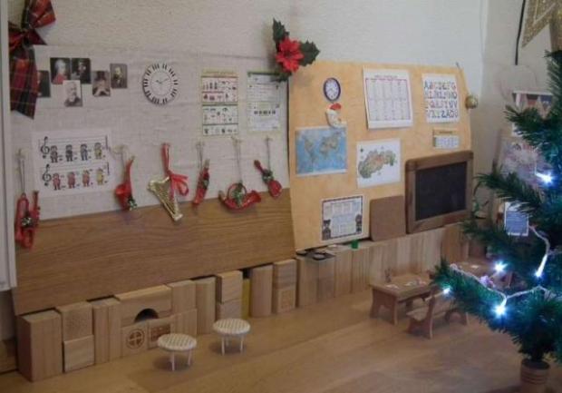 Vianočný stánok pre bábiky 9