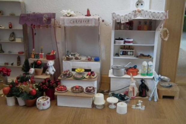 Vianočný stánok pre bábiky 11