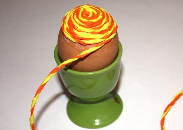 Postup na vajíčka omotané  krepovým papierom 9