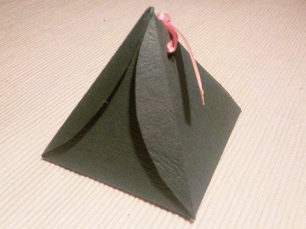 Papierová krabička - pyramída 8
