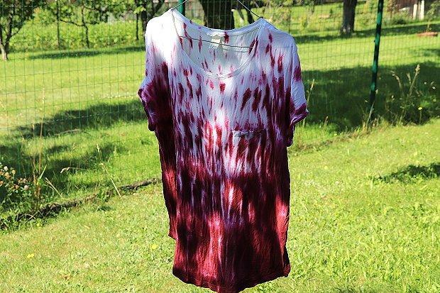 Fotopostup na batikované tričko - zvislé mramorovanie jednou farbou 10