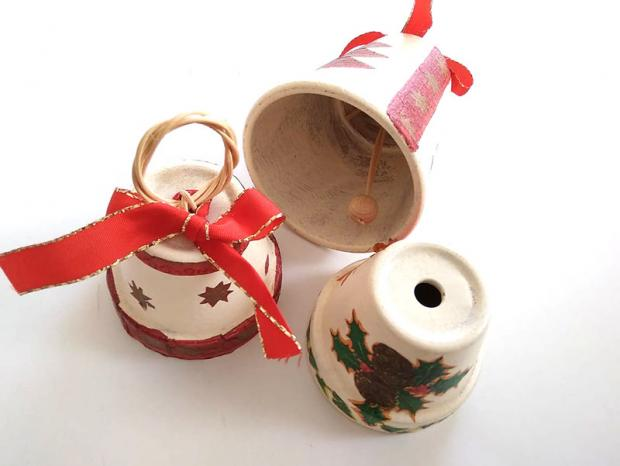 Kvetináče - vianočné zvončeky - dekupáž, servítková technika