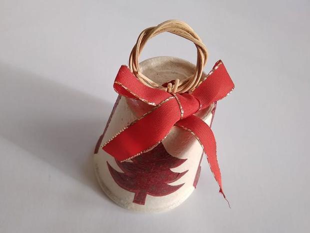 Zvončeky z kvetináčov zdobené servítkami 7
