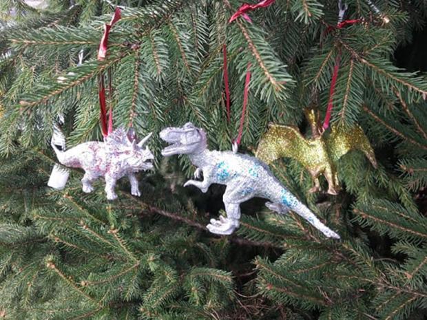 Dinosaurus ako ozdoba na stromček 8