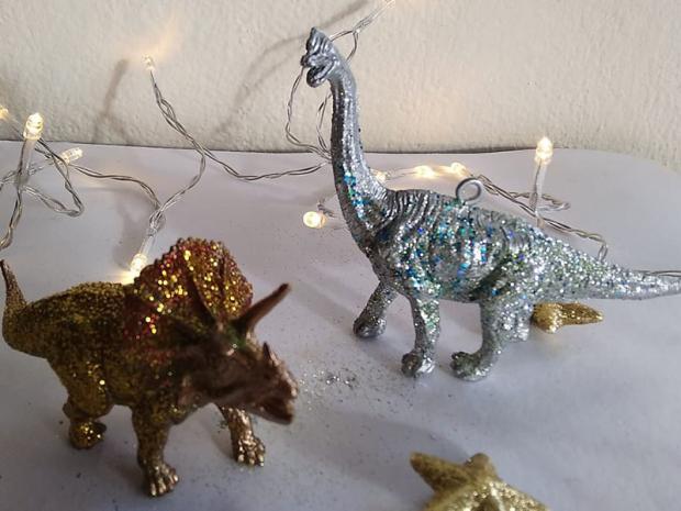 Dinosaurus ako ozdoba na stromček 1