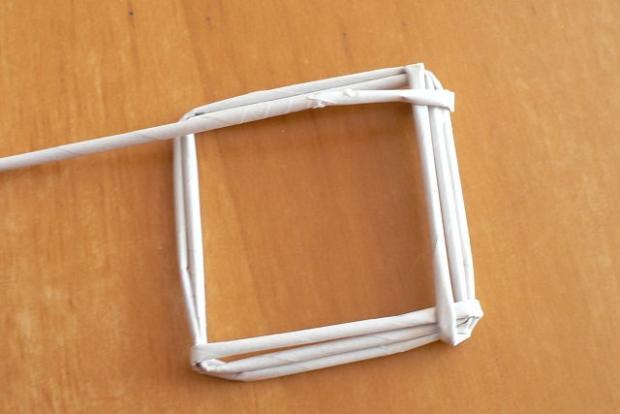 Fotopostup na papierové pletenie - pletený domček 5