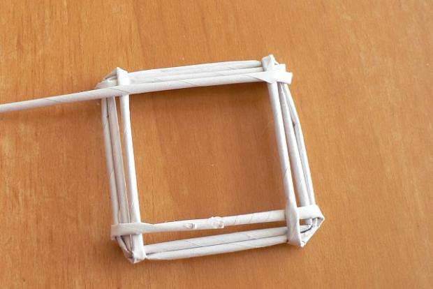 Fotopostup na papierové pletenie - pletený domček 6