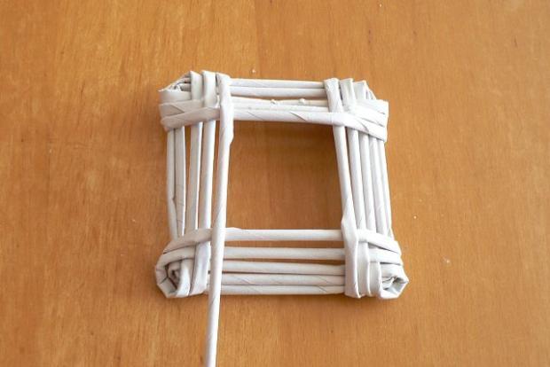 Fotopostup na papierové pletenie - pletený domček 7