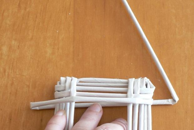 Fotopostup na papierové pletenie - pletený domček 8