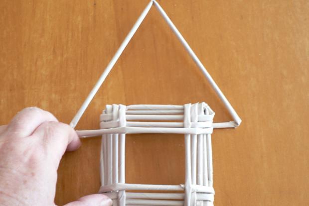 Fotopostup na papierové pletenie - pletený domček 9