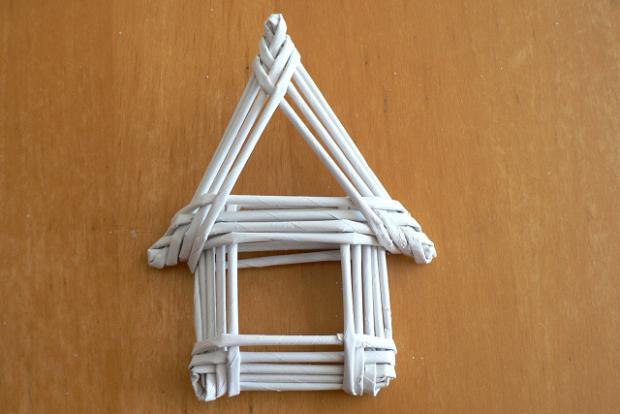 Fotopostup na papierové pletenie - pletený domček 12