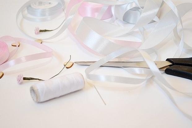 b92e8637ec Ako si vyrobiť svadobné pierka
