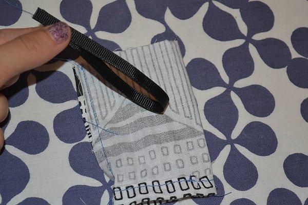 Vyrábame obal na dezinfekciu ako prívesok na tašku 9