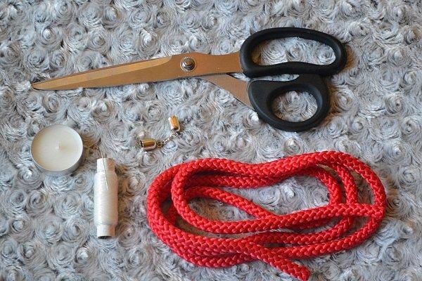 Náhrdelník z lana alebo šnúry IV. červený 2