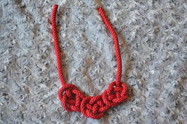 Náhrdelník z lana alebo šnúry IV. červený 11