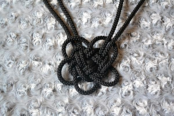 Náhrdelník z lana alebo šnúry III. čierny 15