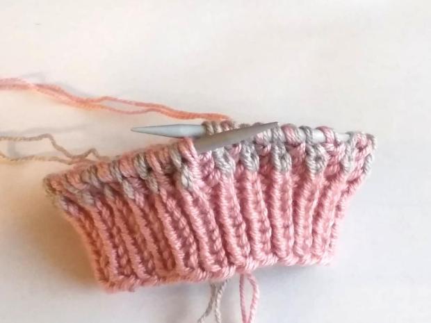 Dvojfarebná pletená čiapka 9