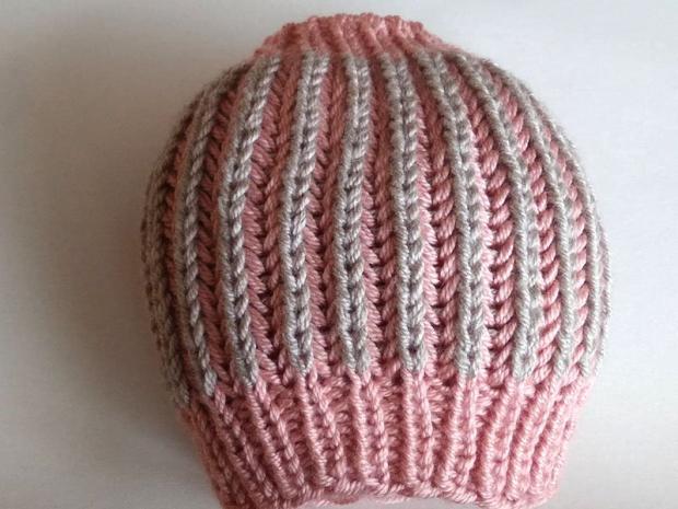 Dvojfarebná pletená čiapka 12