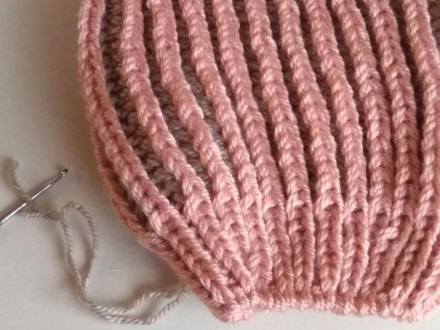 Dvojfarebná pletená čiapka 11